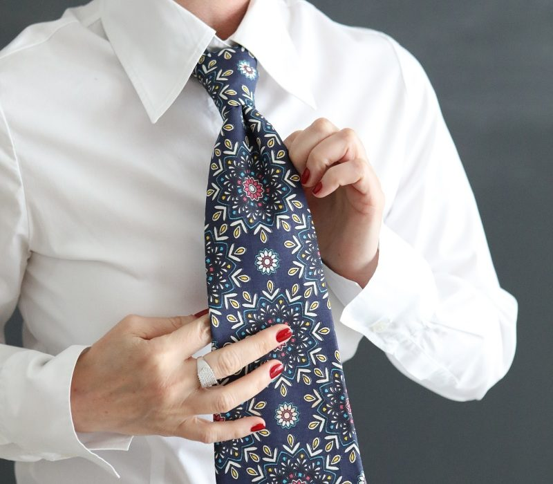 Claudia Bosticco con Cravatta in tessuto Fabricart